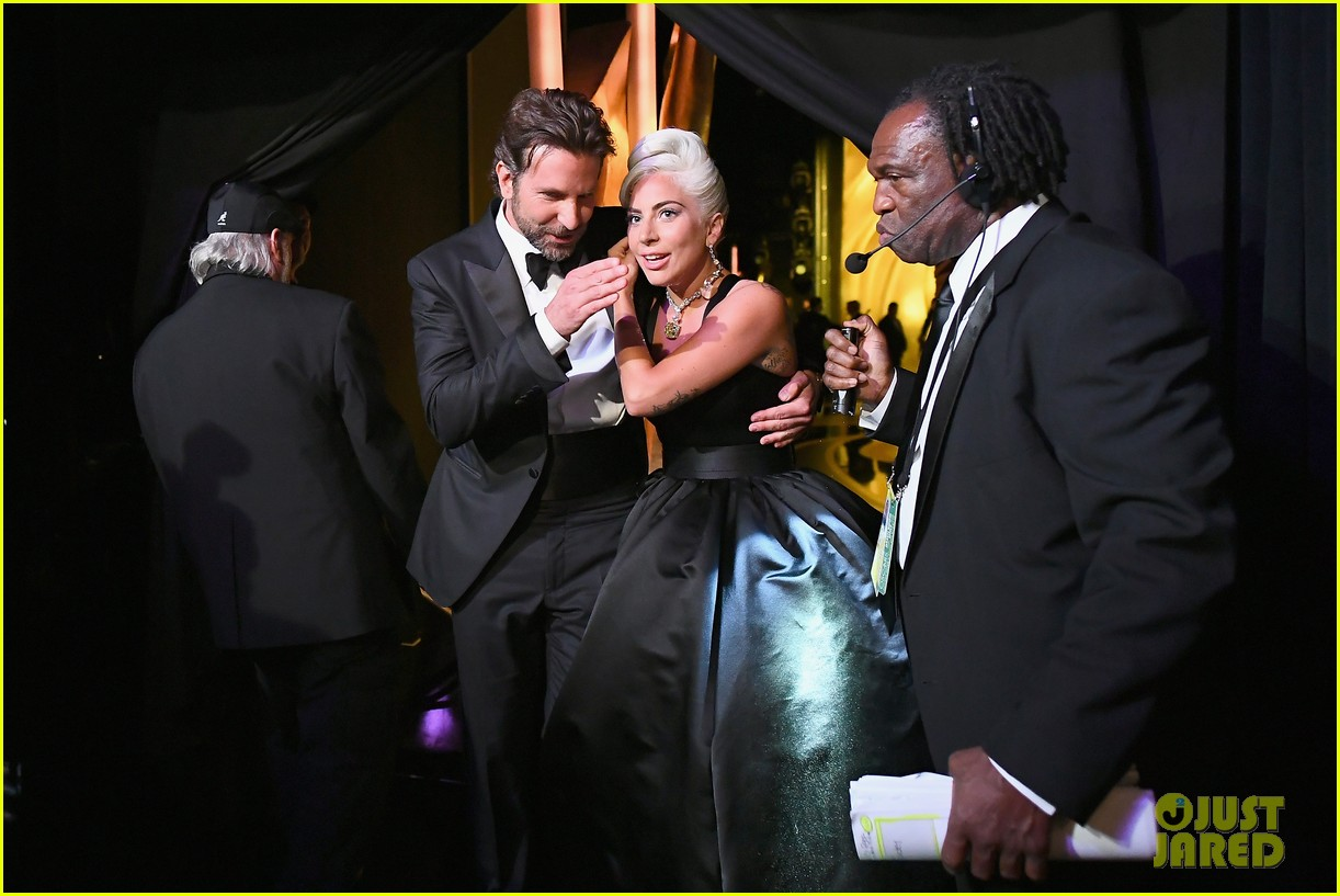 lady-gaga-tears-up-backstage-at-oscars-2019-07
