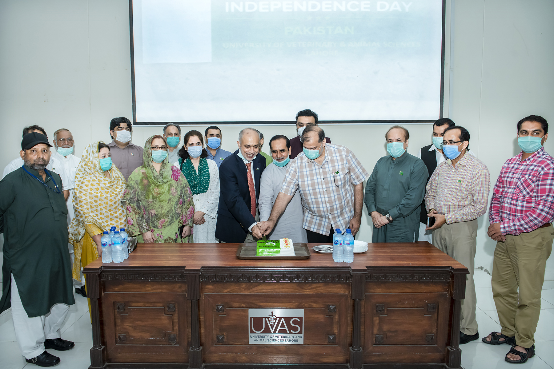 Cake cutting ceremony on Independance day of Pakistan 3